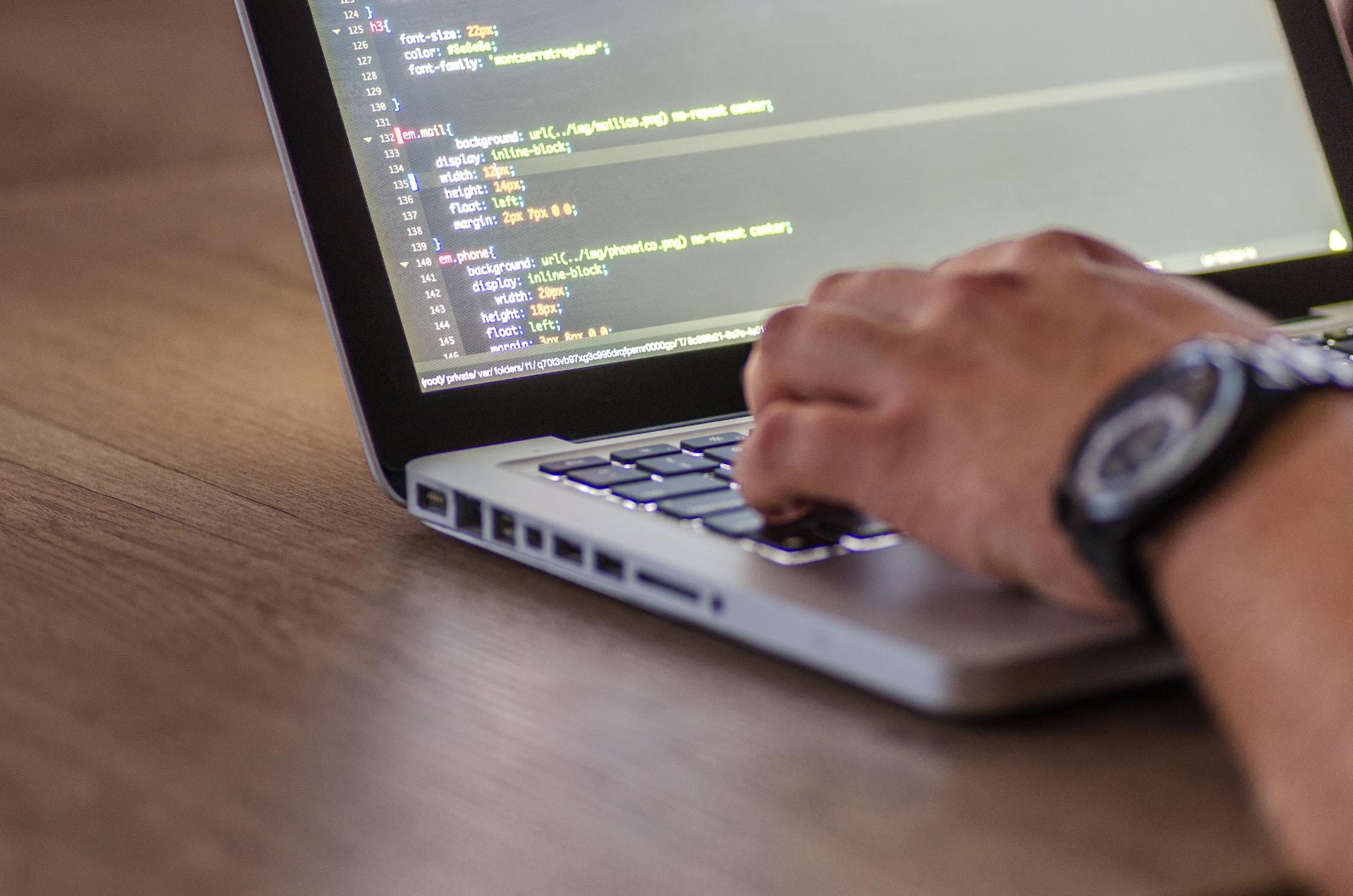 web- és szoftverfejlesztés